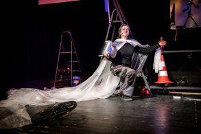 """Teatrinė instaliacija """"Muilo opera: Burbuliuko meilė"""" pagal Ievos Babilaitės knygą """"Dusia, oras ir vanduo"""""""